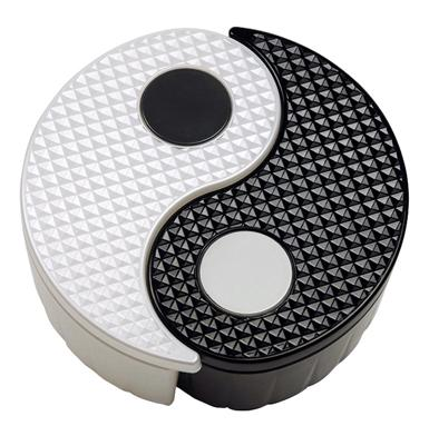 http://www.gitadini.com/buy/76904/yin-yang-storage-bin-set-black-&-white.html